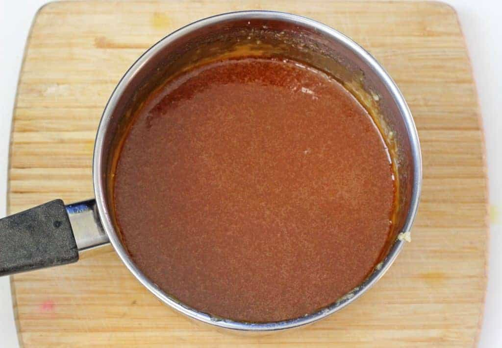 Sweet, salty, pure delicious. Homemade Salted Caramel Sauce that uses only 4 ingredients and is ready in 10 minutes! Perfect for cupcakes, ice-cream or milkshakes! | thekiwicountrygirl.com
