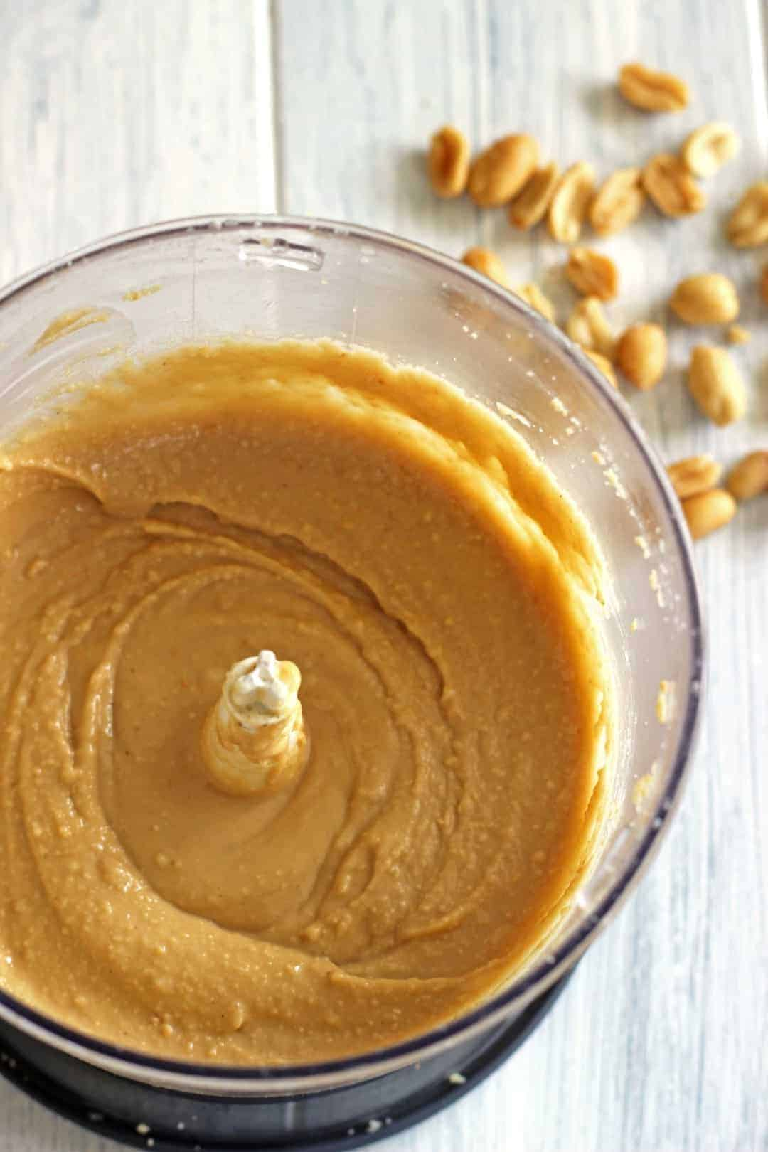 the making of peanut butter and Still, the peanut butter and jelly sandwich was an exclusive food, and its popularity among the masses was yet to come as grapelade and pre-sliced bread became popular, another breakthrough happened with peanut butter—commercial brands found a way to create creamier peanut butter that didn't stick to the roof of the mouth so easily.