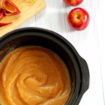 The easiest way to make apple sauce - in the slow cooker!