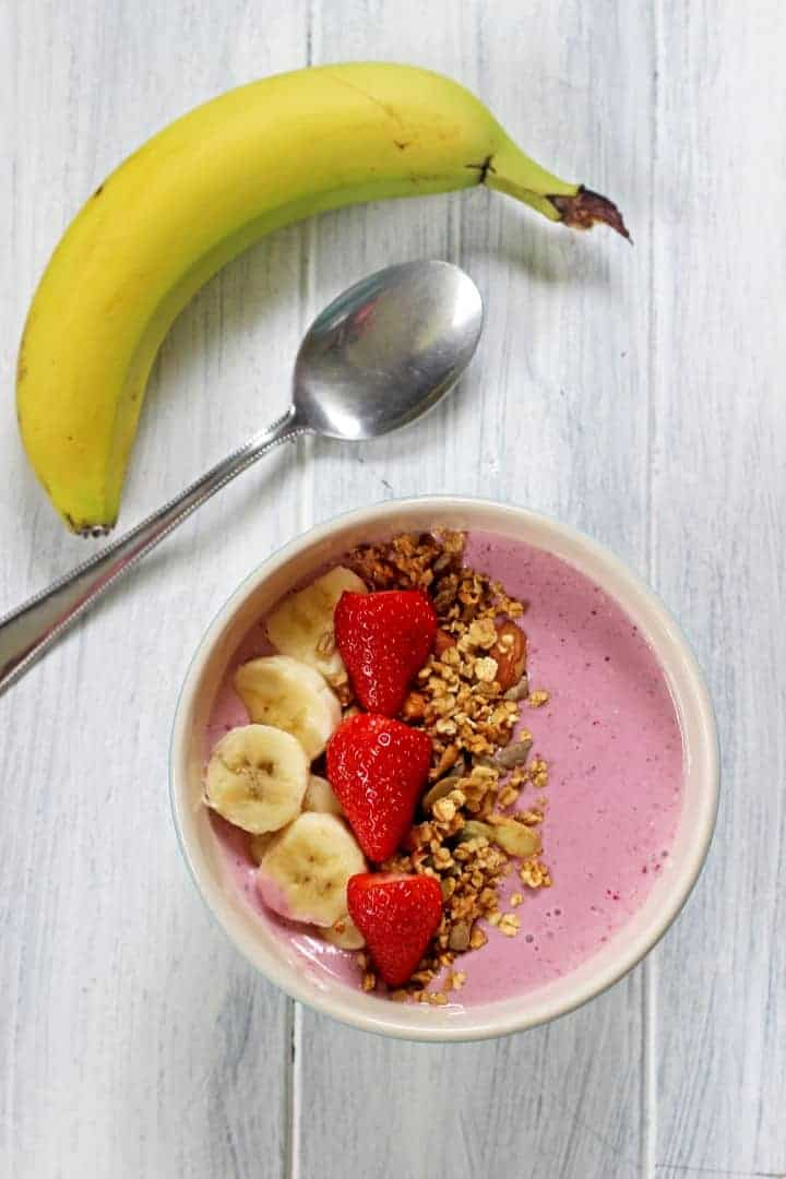 Banana Berry Smoothie Bowl |Fresh, fruity, cold & refreshing!| Recipe at thekiwicountrygirl.com