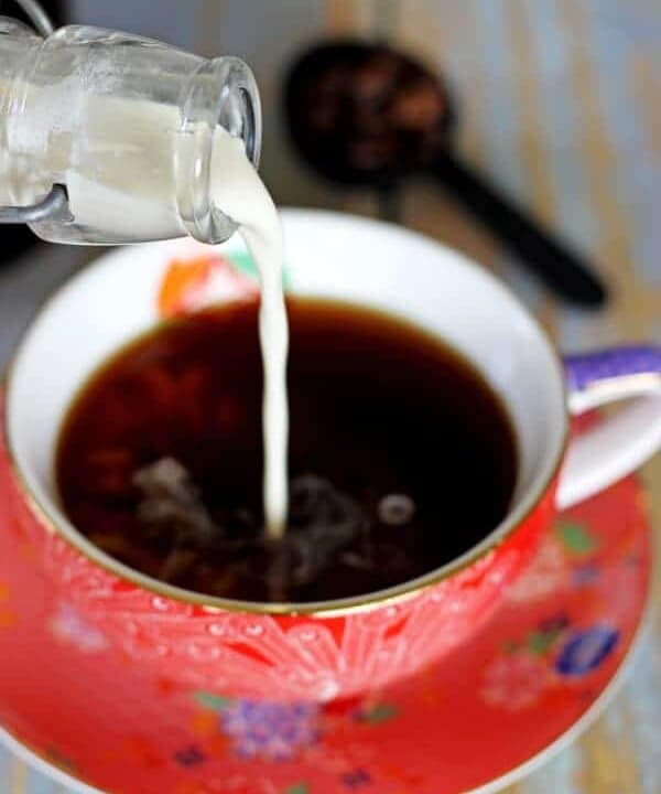 Homemade French Vanilla Coffee Creamer - the best flavour of coffee creamer just got an easy homemade twist - 3 ingredients, 2 minutes - it's the most delicious cup of coffee ever!   thekiwicountrygirl.com