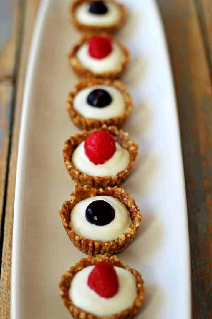 Healthy, easy and delicious mini Greek yoghurt berry tarts - perfect for the 4th of July or just because!