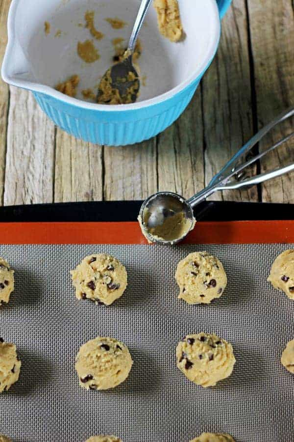 The actual best chewy chocolate chocolate chip cookies in the world ever. No mixer, no chilling, no fuss, just 20 minutes between you and cookie perfection! | thekiwicountrygirl.com