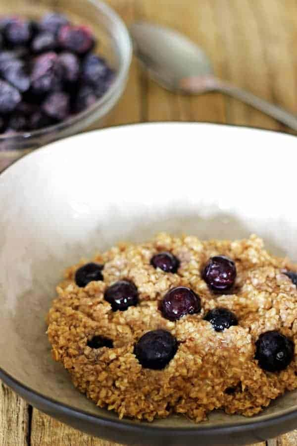 Here is an easy, homemade alternative to processed store bought quick oats - homemade quick oats, with 5 delicious flavour combos! | thekiwicountrygirl.com