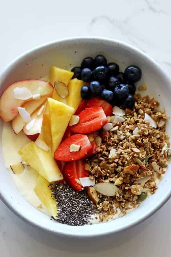 My all time favourite breakfact - Greek yoghurt, honey & granola breakfast bowls with all sorts of extra goodies....it's the only way to start the day!   thekiwicountrygirl.com