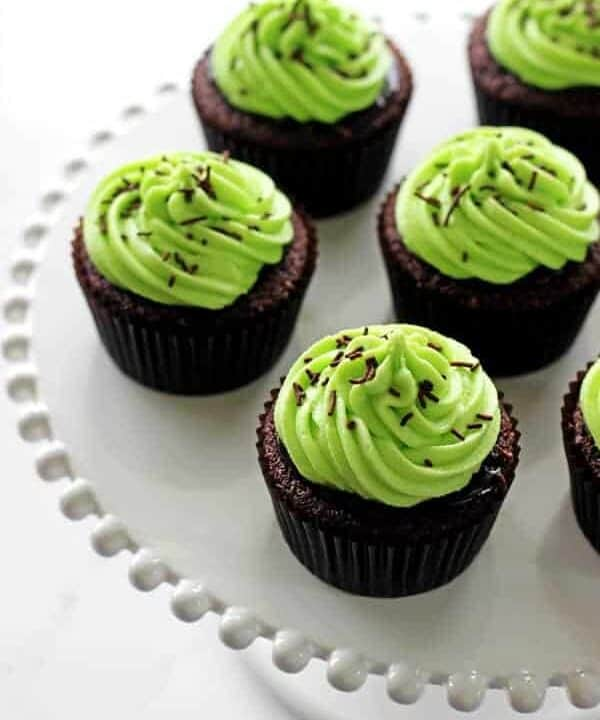 Celebrate St Patrick's Day with Chocolate Baileys Cupcakes with Mint Frosting - moist chocolate Baileys cupcakes, Baileys ganache and mint green frosting! | thekiwicountrygirl.com