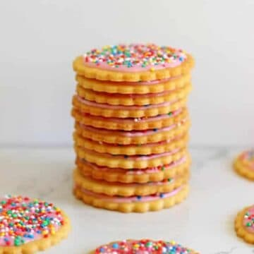 Homemade 100's & 1000's Biscuits - the best biscuits from when you were a kid, made at home! Freeze them for the perfect authentic crunch! | thekiwicountrygirl.com