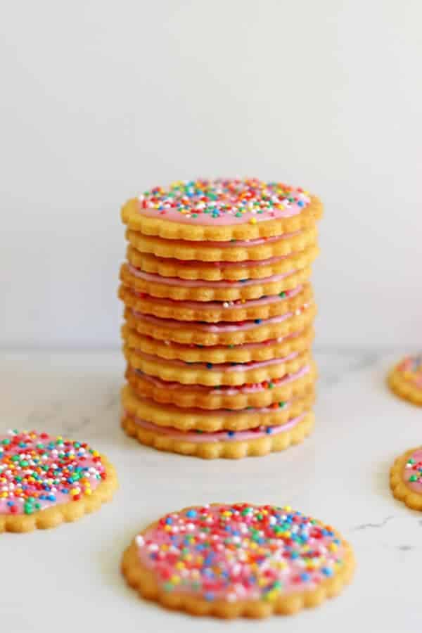 Homemade 100's & 1000's Biscuits - the best biscuits from when you were a kid, made at home! Freeze them for the perfect authentic crunch!   thekiwicountrygirl.com
