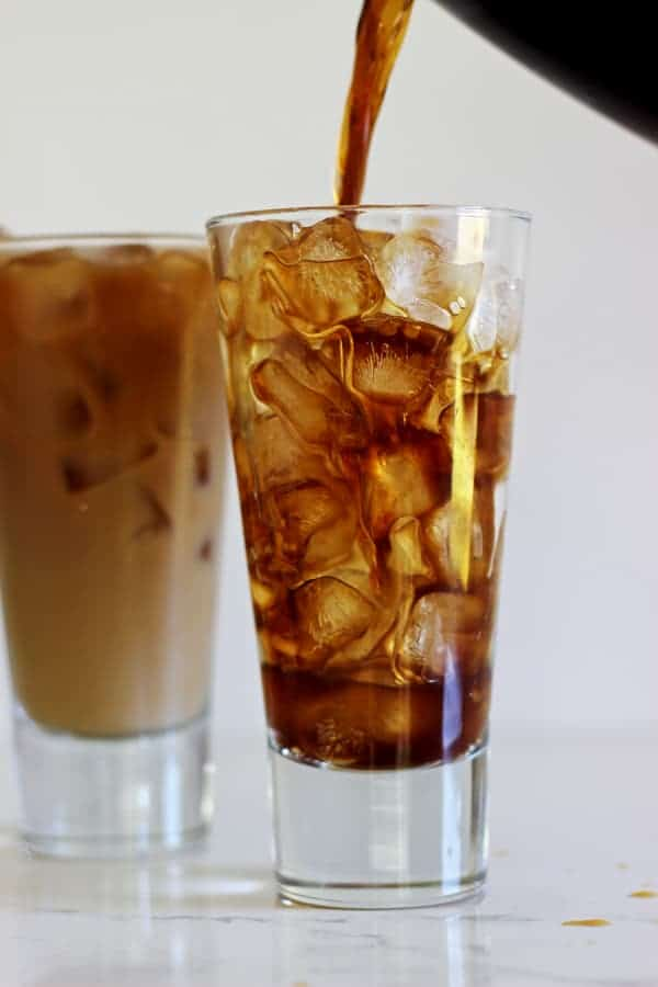 How to make cold brew coffee - a simple step by step guide (plus video) to the most delicious icy cold brew coffee...perfect for these hot summer days! | thekiwicountrygirl.com