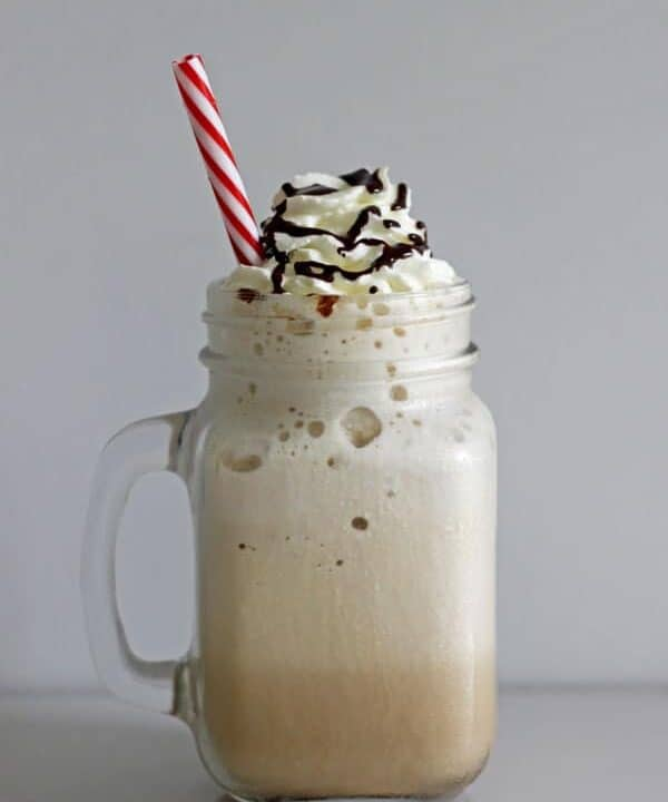 Homemade Frappuccino Recipe - now you can make your favourite iced coffee drink at home! Basic espresso flavour as well as how to make 3 other flavours | thekiwicountrygirl.com