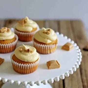 Small batch Caramilk Cupcakes are the perfect way to enjoy that highly sought after Caramilk chocolate without sacrificing the whole bar - the recipe only makes 5 perfect Caramilk Cupcakes!   thekiwicountrygirl.com