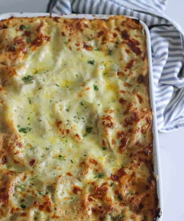 My favourite easy lasagne recipe - step by step photos and instructions to help you make the perfect lasagne and impress your dinner guests! It's a family favourite! | thekiwicountrygirl.com