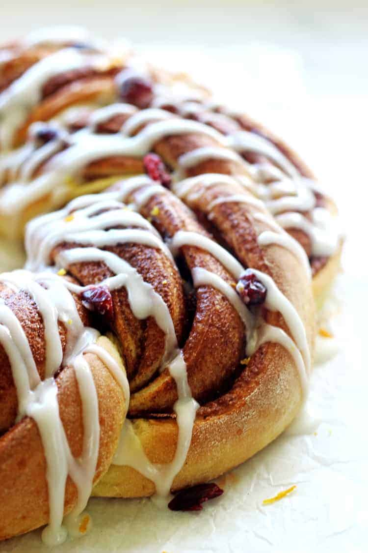 Cinnamon roll wreath with vanilla glaze
